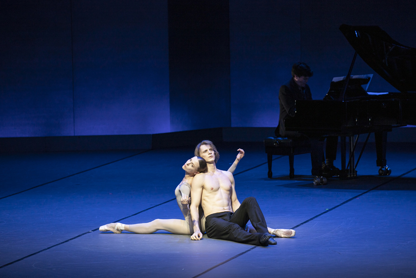 Anna Laudere and Edvin Rezazov in John Neumeier's At MidnightPhoto Kiran West