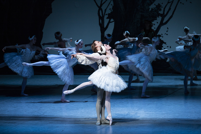 Swan Lake, Anna Laudere and Edvin Revazov